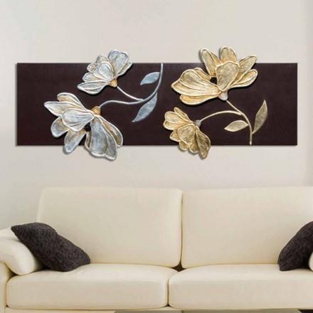 Imagine cu flori decorate manual cu frunze de aur și argint