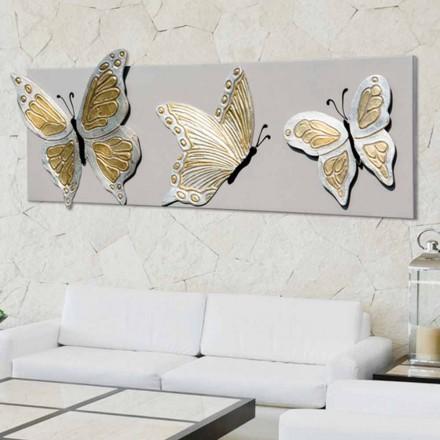 Imagine modernă cu trei fluturi reliefate, decorate cu mâna lui Stephen