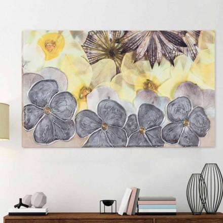 Cadou floral modern, cu petale decorate manual