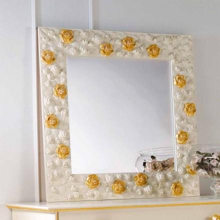 perete de designer oglindă decorat cu trandafiri flori