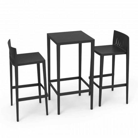 Vondom Spritz aranjat mobilier de grădină și două scaune negre